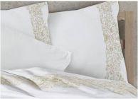 Луксозен спален комплект с бродерия  в екрю - 2t
